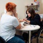 Світлина. У Вінниці працює унікальний соціальний проект: у манікюрному кабінеті послуги надають майстрині з інвалідністю. Робота, інвалідність, працевлаштування, Вінниця, манікюрний кабінет, Кульбабка
