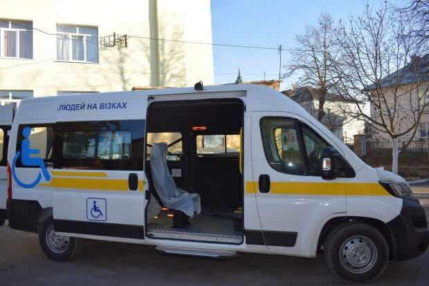 У Здолбунові з'явився спеціально обладнаний автомобіль для перевезення осіб з інвалідністю. здолбунів, автомобіль, перевезення, інвалідний візок, інвалідність
