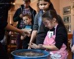 Инклюзивная гончарная мастерская в Краматорске стирает границы между обычными и особенными детьми. краматорськ, глинотерапія, гончарная мастерская, инвалидность, инклюзия