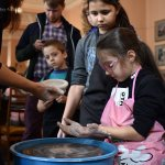 Світлина. Инклюзивная гончарная мастерская в Краматорске стирает границы между обычными и особенными детьми. Новини, инвалидность, инклюзия, Краматорськ, гончарная мастерская, глинотерапія