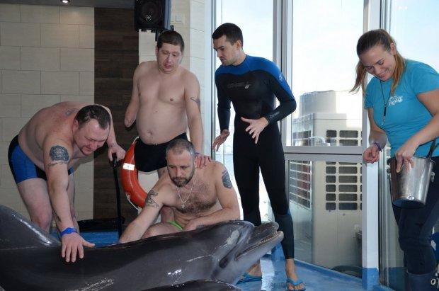 Дельфінотерапія — ефективний метод реабілітації ветеранів війни. одеса, ветеран, волонтер, дельфінотерапія, інвалід ато/оос