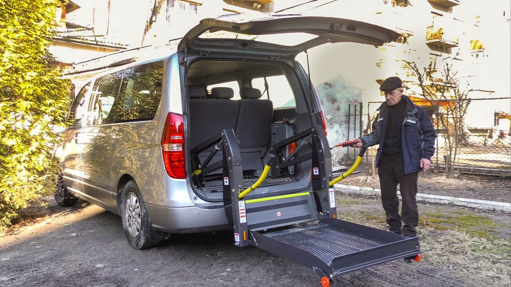 Соціальне таксі: нові можливості. івано-франківськ, перевезення, послуга, соціальне таксі, інвалідність