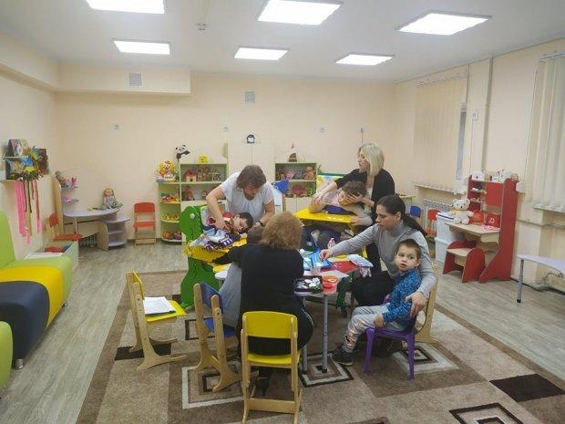 В Запоріжжі показали, як діти проходять реабілітацію в оновленному відділенні центру соцобслуговування. запоріжжя, відділення комплексної реабілітації, послуга, фахівець, інвалідність