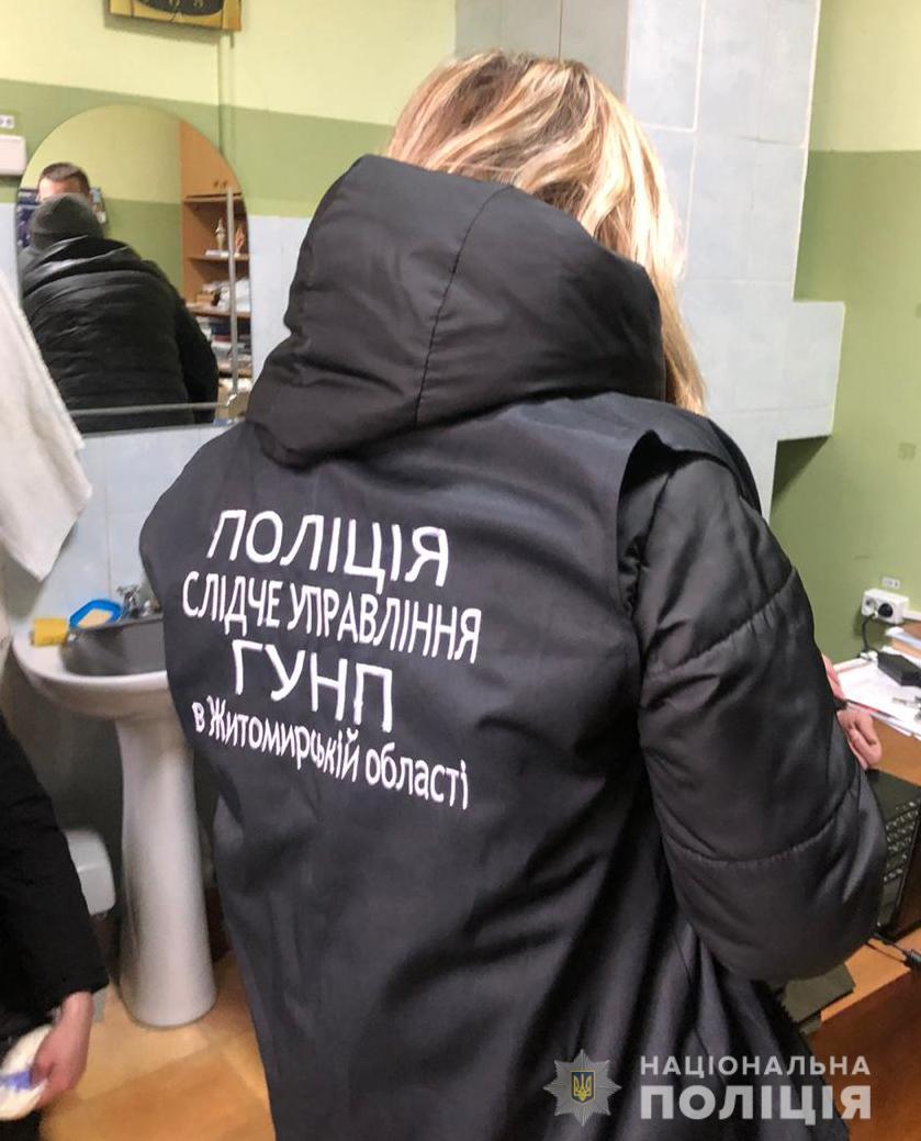 На Житомирщині поліцейські затримали лікаря за вимагання хабара в учасника бойових дій