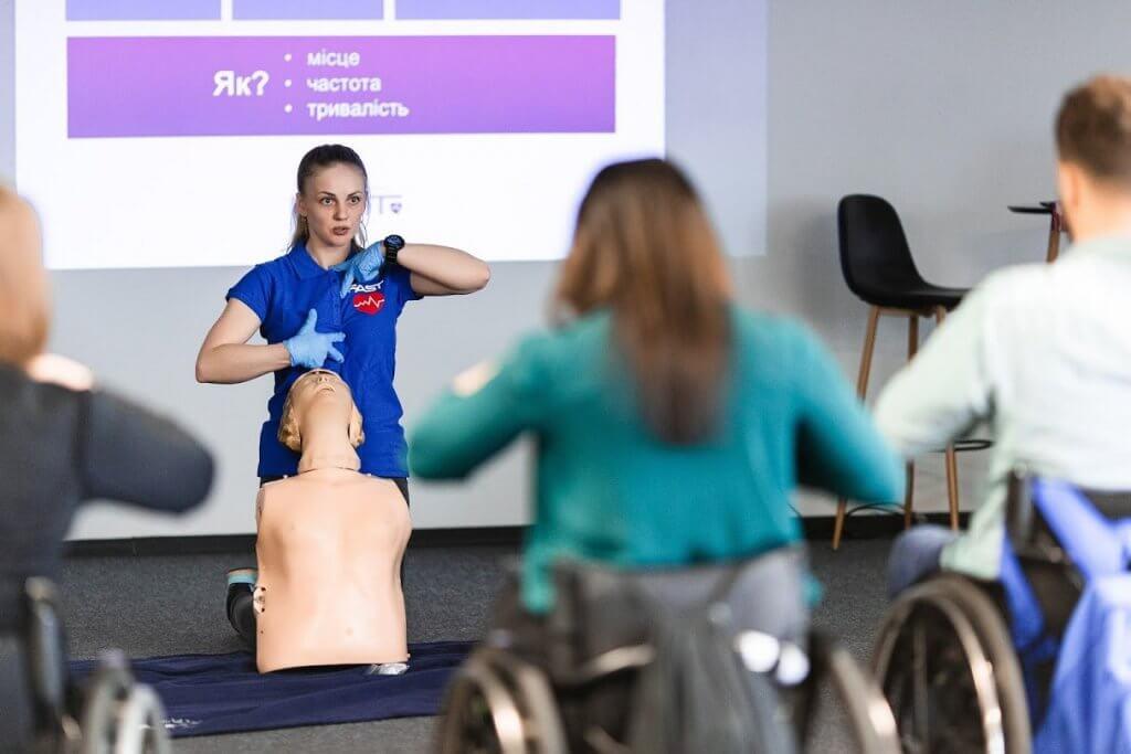 Одесситы впервые в Украине обучили первой помощи людей на инвалидных колясках (ФОТО). fast, киев, инвалидная коляска, помощь, тренинг