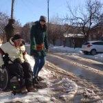 У Харкові перевірили наскільки адаптовано місто для людей на візочках (ВІДЕО)