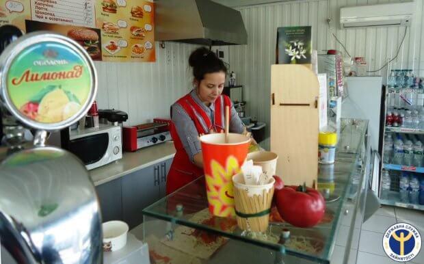 У Голованівську молода безробітна з інвалідністю реалізувала себе у торгівельний сфері. вікторія лавренюк, голованівськ, працевлаштування, центр зайнятості, інвалідність