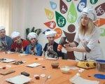 У Луцьку для людей з інвалідністю провели майстер-клас з виготовлення шоколадних цукерок (ФОТО). луцьк, виготовлення, майстер-клас, шоколадна цукерка, інвалідність