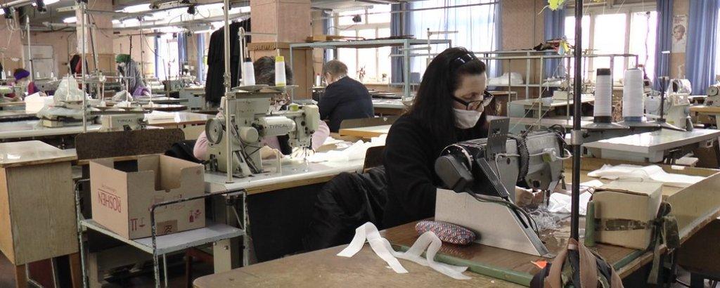 У Франківську люди з інвалідністю шитимуть маски вищої категорії захисту (ВІДЕО). івано-франківськ, медична маска, працівник, підприємство, інвалідність
