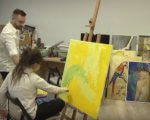 Дівчина із синдромом Дауна створює унікальні картини про любов (ВІДЕО). андріана чухній, картина, малювання, синдром дауна, художниця