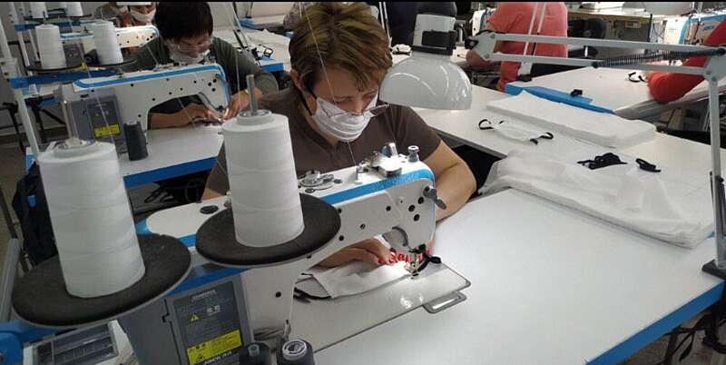 Вінничани з інвалідністю шиють безкоштовні маски для людей. вінниця, маска, пандемія, підприємство системні рішення, інвалідність