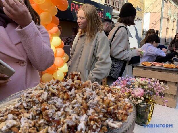 У Чернівцях відкрили першу в Україні інклюзивну кухню. валерія мартинюк, кранчі з любов'ю, чернівці, інвалідність, інклюзивна кухня