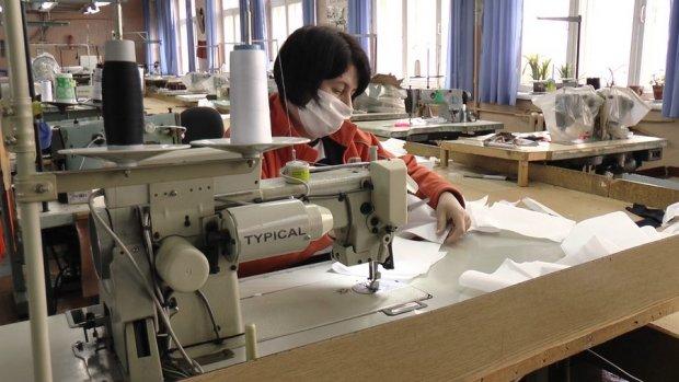 У Франківську люди з інвалідністю шитимуть маски вищої категорії захисту. івано-франківськ, медична маска, працівник, підприємство, інвалідність