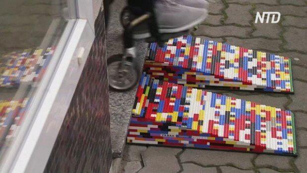 Винахідлива бабуся робить пандуси з конструктора Lego. lego, німеччина, рита ебель, конструктор, пандус
