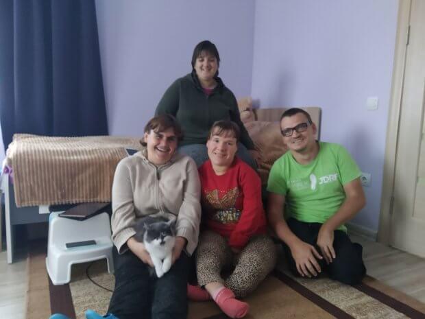 Як живуть сироти з інвалідністю в «Оселі Віри, Надії та Любові». обертин, оселя віри надії та любові, підтримане проживання, сирота, інвалідність