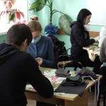 У Хмельницькому центрі реабілітації «Родинний затишок» шиють безкоштовні маски