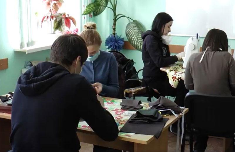 У Хмельницькому центрі реабілітації «Родинний затишок» шиють безкоштовні маски. хмельницький, карантин, маска, центр реабілітації родинний затишок, інвалідність