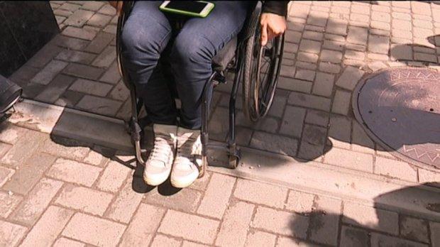 Центр Сум перевіряли на рівень доступності для людей з інвалідністю. доступно.ua, суми, доступність, перевірка, інвалідність