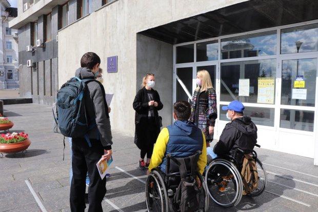 У Сумах міську раду перевірили на доступність для людей з інвалідністю. суми, доступність, міська рада, перевірка, інвалідність
