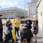 Світлина. У Сумах міську раду перевірили на доступність для людей з інвалідністю. Безбар'ерність, інвалідність, доступність, Суми, перевірка, міська рада