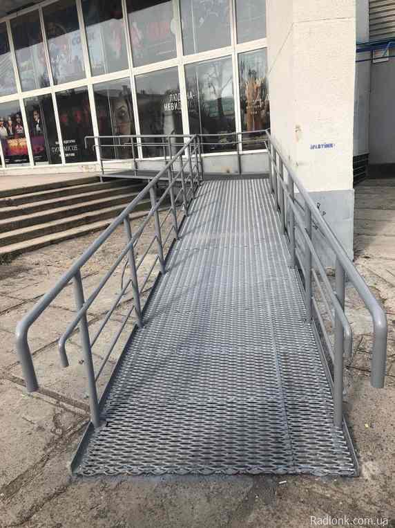 Культурні заклади на Херсонщині стають доступними для людей з інвалідністю. нова каховка, кінотеатр, пандус, перешкода, інвалідність