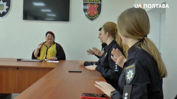 Перекладає жестовою мовою і навчає інших. наталія московець, жестова мова, перекладачка, сурдопереклад, інвалідність