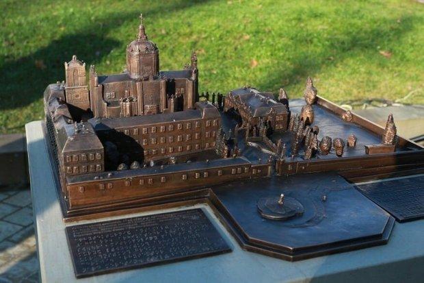 Давно зруйнований палац Любомирських у Рівному зможуть побачити усі. олексій муляренко, рівне, мініскульптура, незрячий, проєкт
