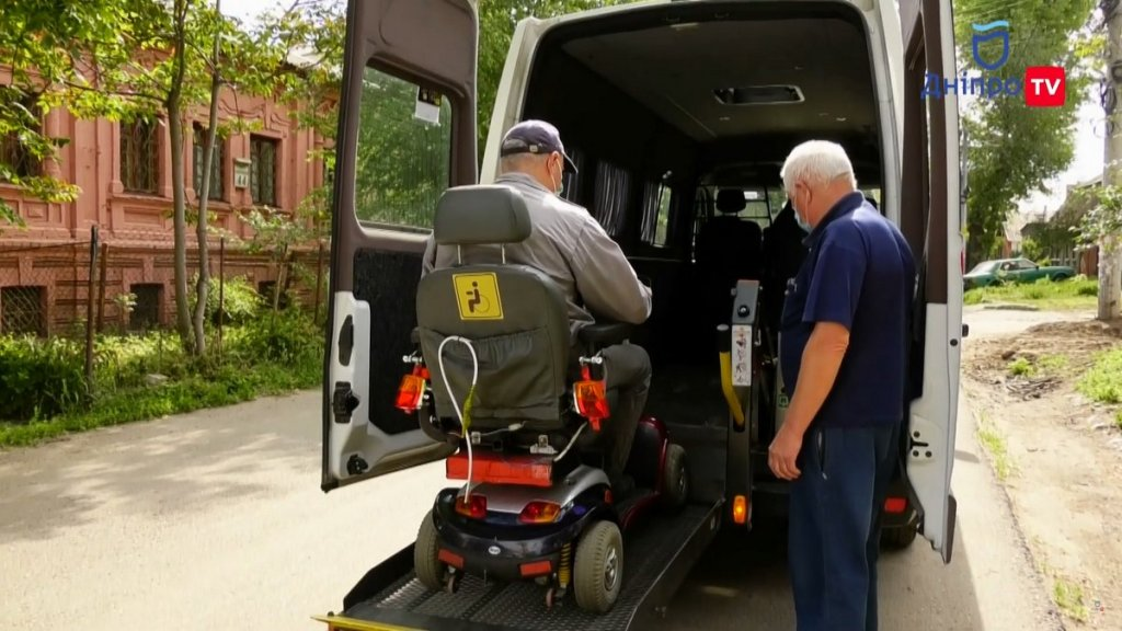 В Днепре люди с инвалидностью могут бесплатно пользоваться такси (ФОТО, ВИДЕО). днепр, автомобіль, инвалидность, социальное такси, услуга
