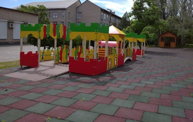 В Запорожье дети с инвалидностью могут играть на уникальной площадке. запорожье, дети, инвалидная коляска, инвалидность, интегрированная площадка