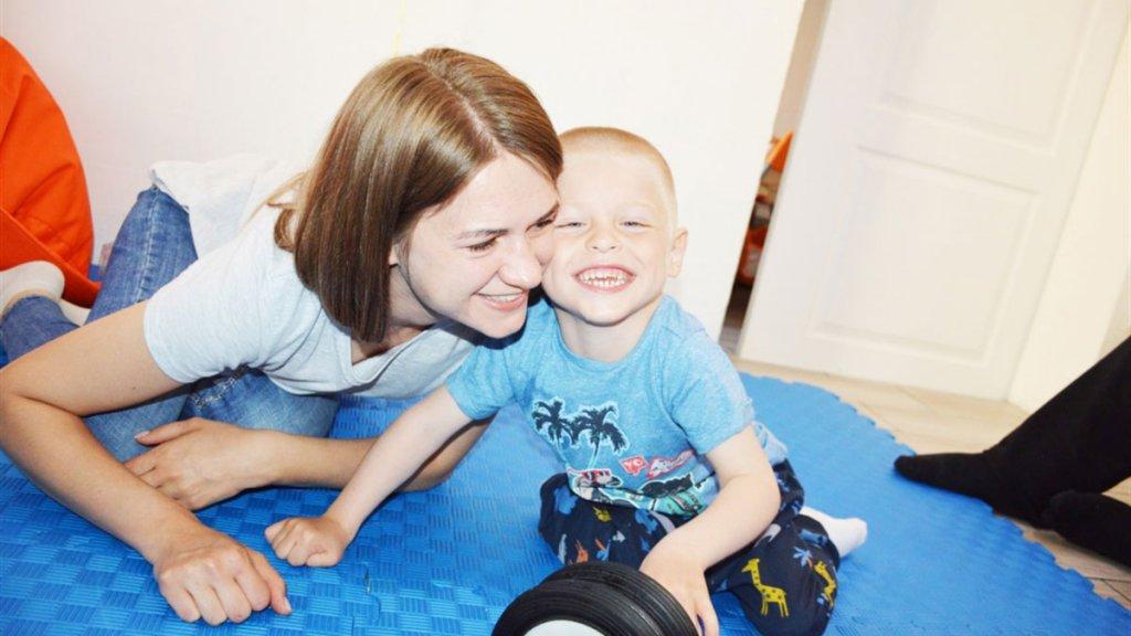 «Не соромимося Яна, любимо його». Родина зі Сватового розповідає, як виховує дитину з інвалідністю (ФОТО, ВІДЕО). марія та костянтин соболі, діагноз, лікування, реабілітація, інвалідність