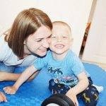 «Не соромимося Яна, любимо його». Родина зі Сватового розповідає, як виховує дитину з інвалідністю (ФОТО, ВІДЕО)