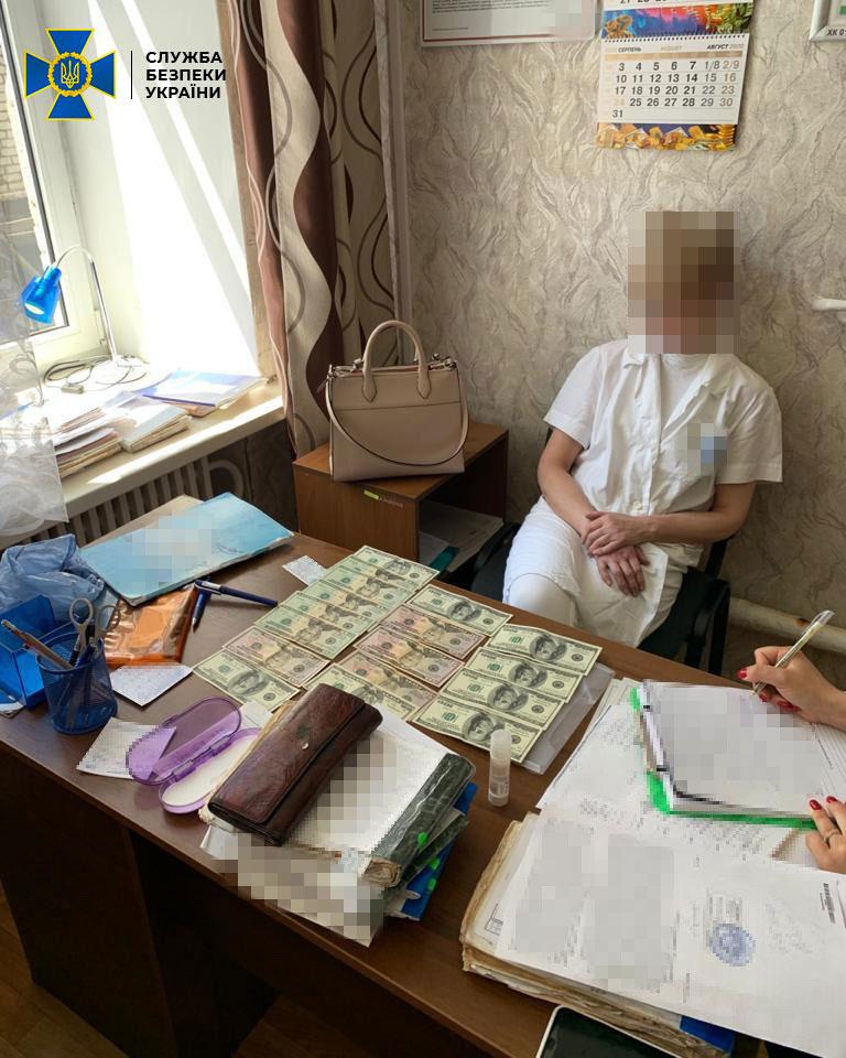 В Харькове СБУ и полиция задержали на взятке врача-психиатра (ФОТО). харьков, взятка, врач-психиатр, инвалидность, неправомерная выгода