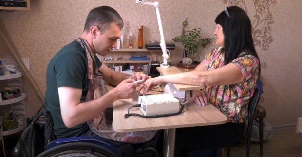 В Краматорске лица с инвалидностью предлагают услуги маникюра и пошива одежды. краматорськ, инвалидность, маникюр, профессия, услуга