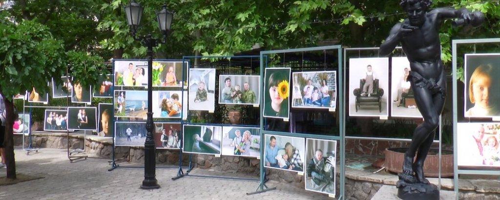 """У Миколаєві відкрилась фотовиставка """"Світло в тобі"""" (ФОТО, ВІДЕО). миколаїв, світло в тобі, проєкт, синдром дауна, фотовиставка"""