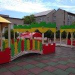 Світлина. В Запорожье дети с инвалидностью могут играть на уникальной площадке. Безбар'ерність, инвалидность, инвалидная коляска, Запорожье, дети, интегрированная площадка