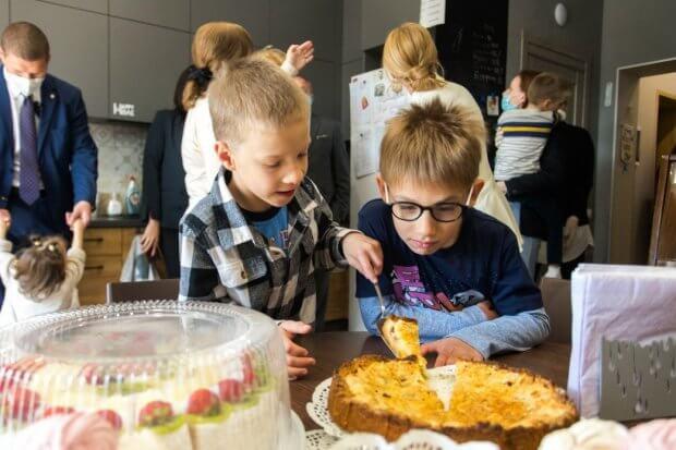 Олена Зеленська та голова Представництва ЮНІСЕФ в Україні Лотта Сільвандер відвідали малий груповий будинок для дітей-сиріт з інвалідністю. happy home, лотта сільвандер, олена зеленська, будинок для дітей-сиріт, інвалідність