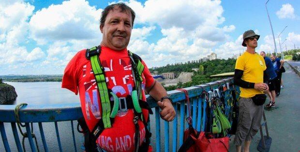 Житель Кіровоградщини, який через нещасний випадок втратив руку й ногу, займається екстремальним спортом. сергій михайленко, нещасний випадок, спорт, стрибок, інвалідність