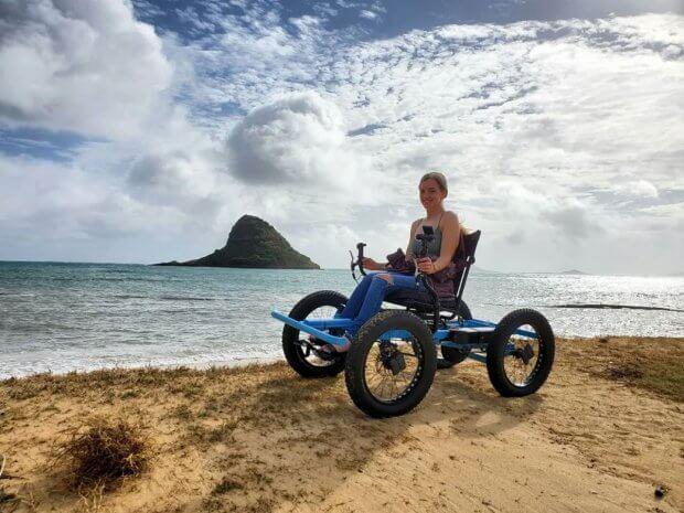 Чоловік створив візок для дружини з інвалідністю, який заїжджає в недоступні для неї місця. Тепер він готується до масового виробництва. зак нельсон, не-інвалідний візок, електричний, офф-роуд візок, інвалідність