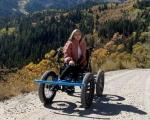 Чоловік створив візок для дружини з інвалідністю, який заїжджає в недоступні для неї місця. Тепер він готується до масового виробництва (ФОТО, ВІДЕО). зак нельсон, не-інвалідний візок, електричний, офф-роуд візок, інвалідність