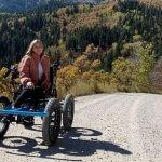 Чоловік створив візок для дружини з інвалідністю, який заїжджає в недоступні для неї місця. Тепер він готується до масового виробництва (ФОТО, ВІДЕО)