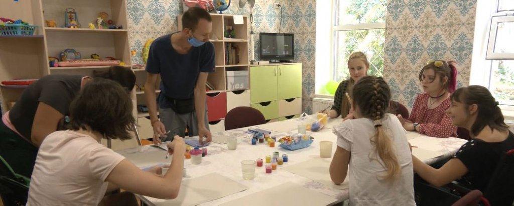 Інклюзивний креативний хаб запрацював для дітей з інвалідністю у Чернігові (ВІДЕО). чернігів, діти, креативний хаб, проект, інвалідність