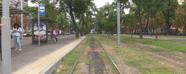 У Дніпрі презентували першу у місті спеціальну підвищену трамвайну платформу. дніпро, вагон, презентація, трамвайна платформа, інвалідність