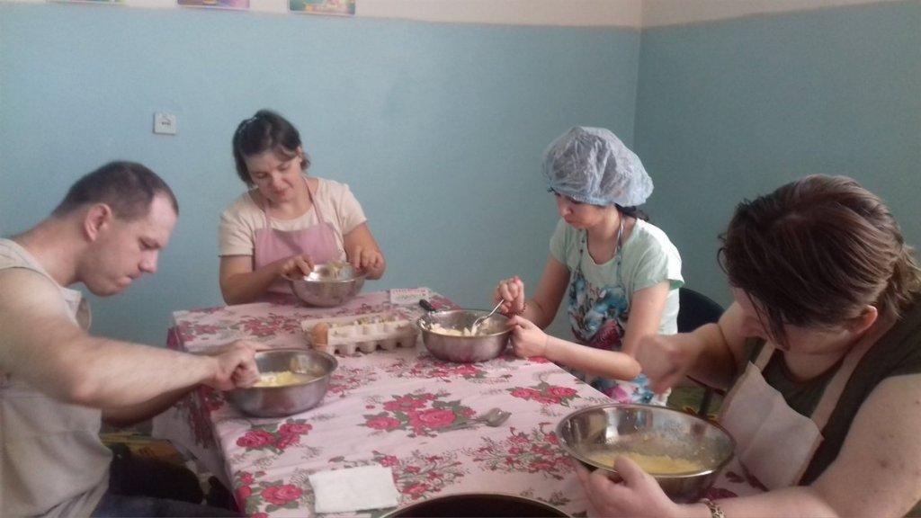 Шиють, вишивають та готують: як Попаснянський центр реабілітації «Лелека» розвиває своїх вихованців (ФОТО). лелека, попасна, центр реабілітації, майстерня, інвалідність