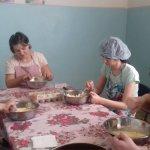 Шиють, вишивають та готують: як Попаснянський центр реабілітації «Лелека» розвиває своїх вихованців (ФОТО)