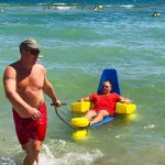 В Черноморске испытали приспособление для купания колясочников (ФОТО)
