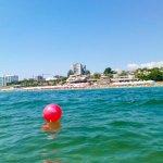Світлина. В Черноморске испытали приспособление для купания колясочников. Безбар'ерність, инвалидность, пляж, Черноморск, приспособление, купание