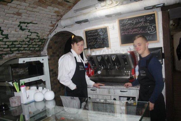 В гості до сонячних людей: як працюють інклюзивні кафе та ресторани в Україні. кафе, кондитерська, ресторан, синдром дауна, інвалідність
