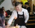 В гості до сонячних людей: як працюють інклюзивні кафе та ресторани в Україні (ФОТО). кафе, кондитерська, ресторан, синдром дауна, інвалідність
