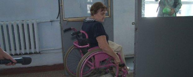 Вибори на Дніпропетровщині: чи доступні дільниці для маломобільних людей — репортаж. дніпропетровщина, опора, виборча дільниця, доступність, інвалідність