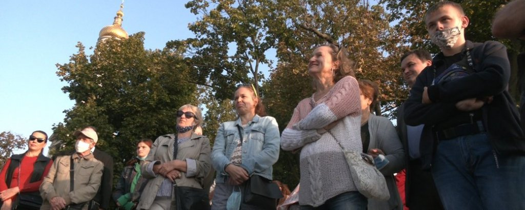Для харків'ян з порушеннями слуху провели екскурсію центром міста (ВІДЕО). харків, вади слуху, глухий, екскурсія, сурдоперекладач
